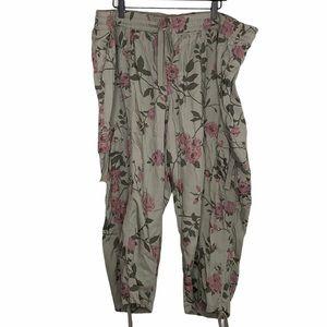 Women's Lane Bryant Green Floral Cargo Pants 22/24